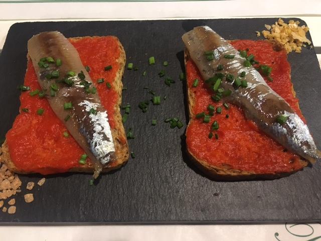 Lomo de sardina ahumada y pimiento rojo