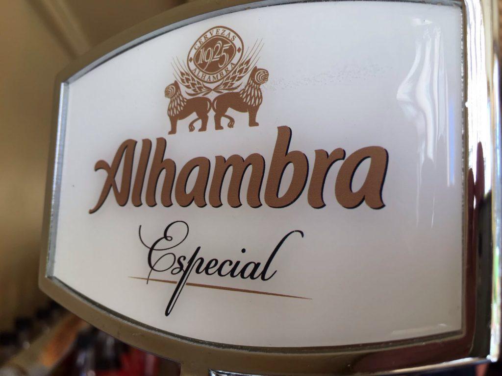 Cerveza Alhambra especial en la caseta de El Pecado Restaurante
