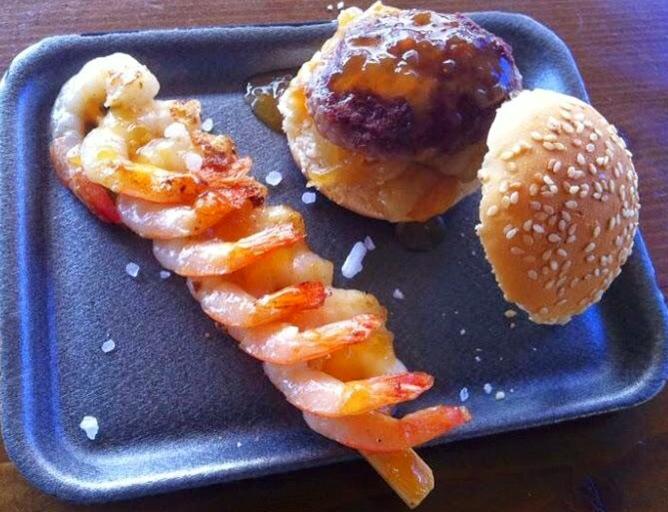 Pincho especial: brocheta de langostinos con salsa teriyaki